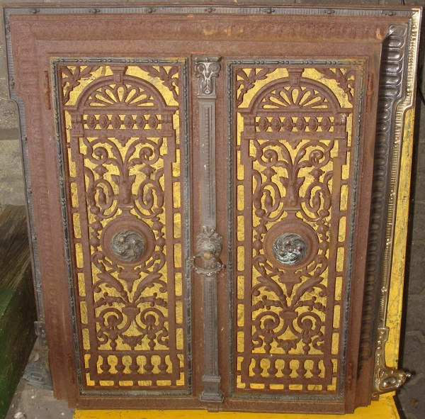 drzwiczki przed renowacją_600x591