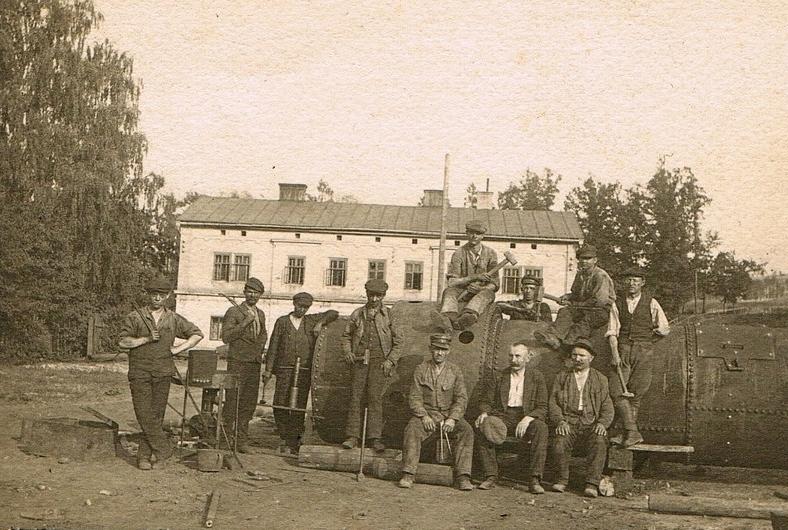 Pracownicy odlewni 1921 rok_800x567====